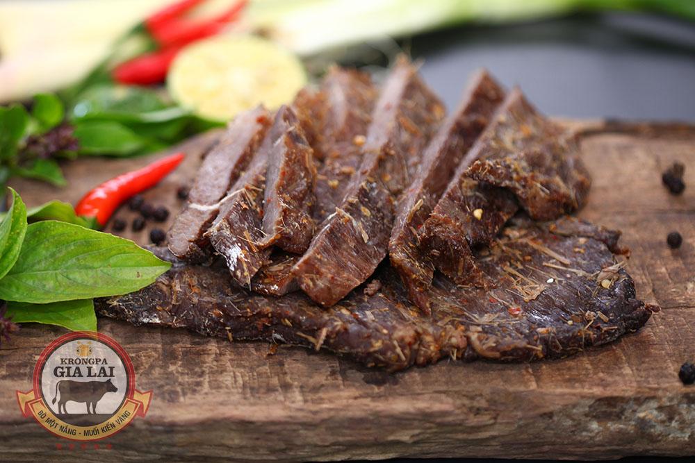 Bò một nắng, Muối kiến vàng Krông Pa – Đặc sản chính gốc